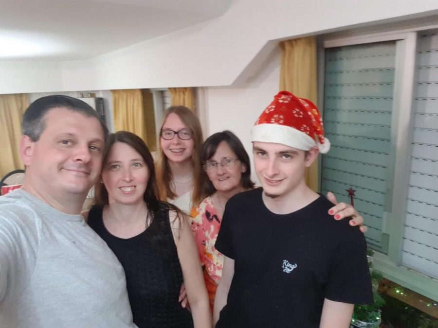 Picture from Maria Antonela Gomez's 2018 Christmas with her parents, Brother and Grandmother.
