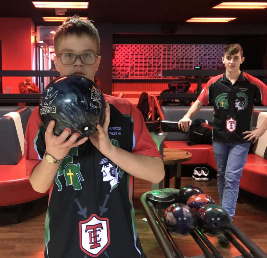 Freshman+Brady+Metzner+prepares+to+bowl+the+5th+frame+at+a+Wauwatosa+bowling+practice.